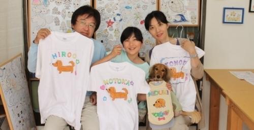 家族とワンコとのお揃い風手描きTシャツと手描きワンコTシャツ