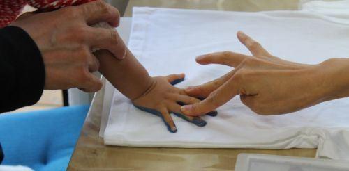 赤ちゃんなら手形で参加できます