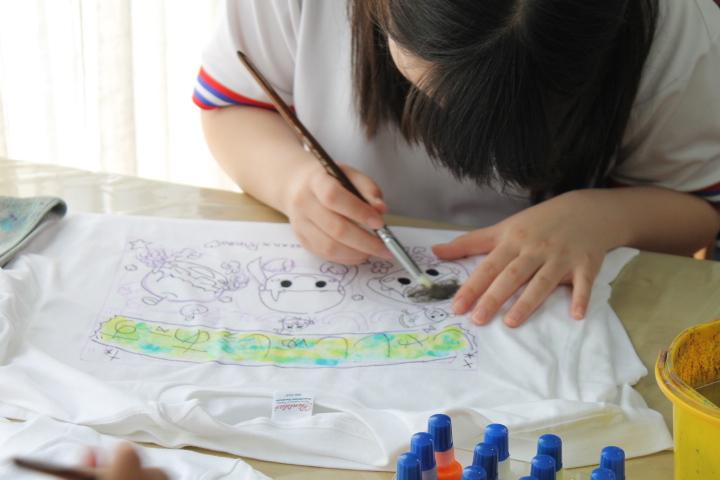 手描きTシャツの作成風景