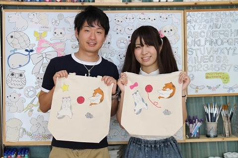 カップルで仲良く作った手描きトートバッグ