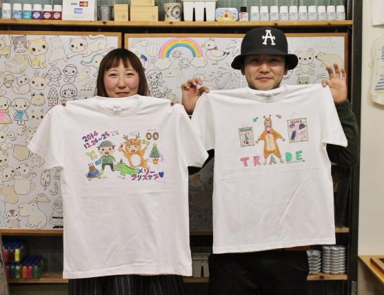 二人で共通の趣味をモチーフに手描きTシャツを作る