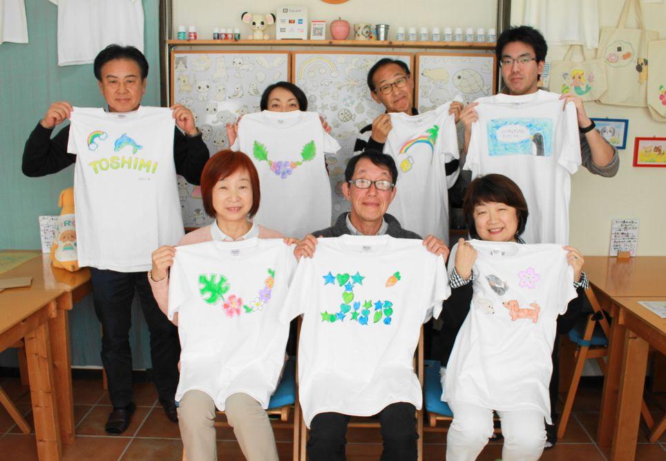 仲間たちで作った手描きTシャツ