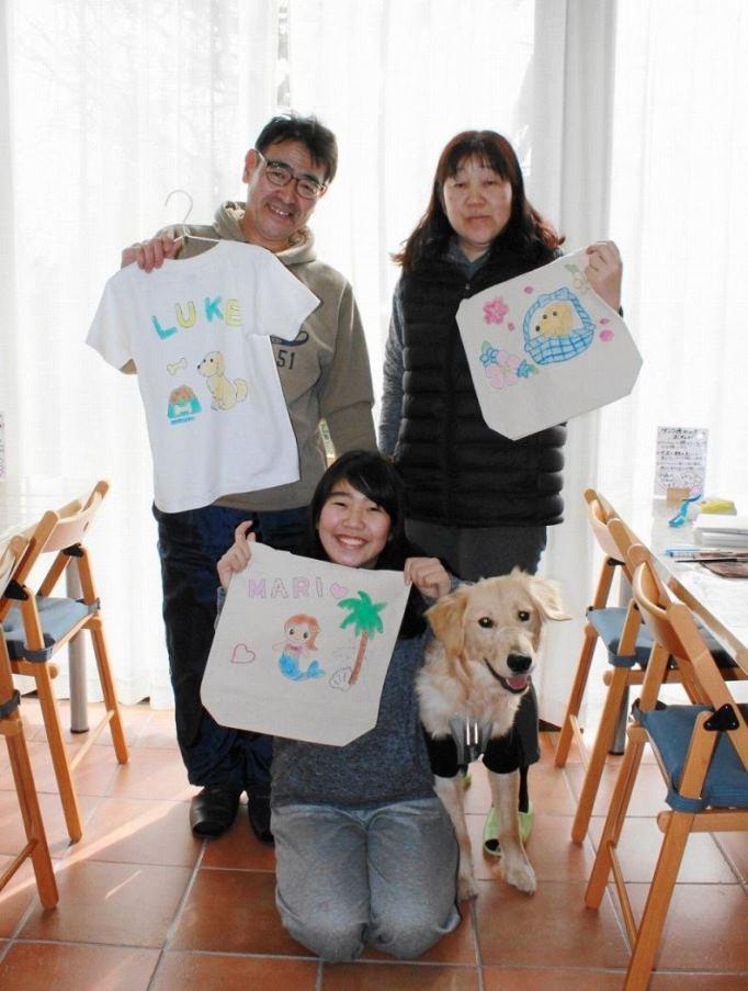 家族が作った手描きTシャツと手描きトートバッグ