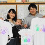 赤ちゃんと手形で作った家族のTシャツ