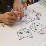 型紙を使えば簡単に手描きTシャツを作ることができます