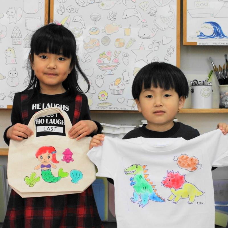 姉弟で作った手描きトートバッグと手描きTシャツ