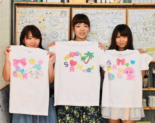 伊豆旅女子3人グループで作った手描きTシャツたち