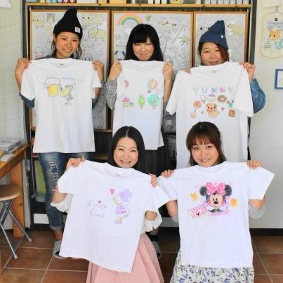 仲良し女子グループの手描きTシャツたち