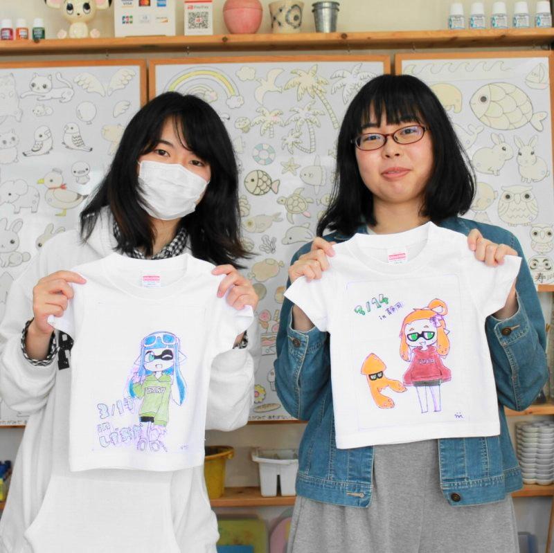 女子旅二人組の手描きTシャツ