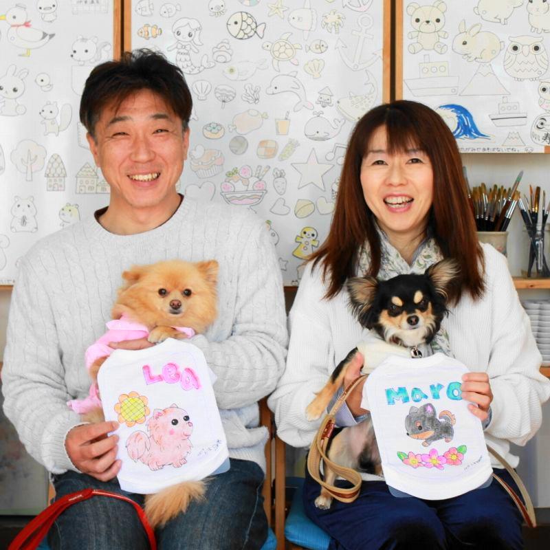 夫婦で作られたチワワとポメラニアンの手描きワンコTシャツ