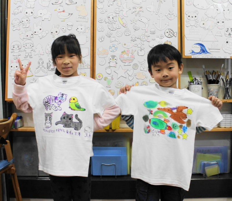 姉弟の手描きTシャツ