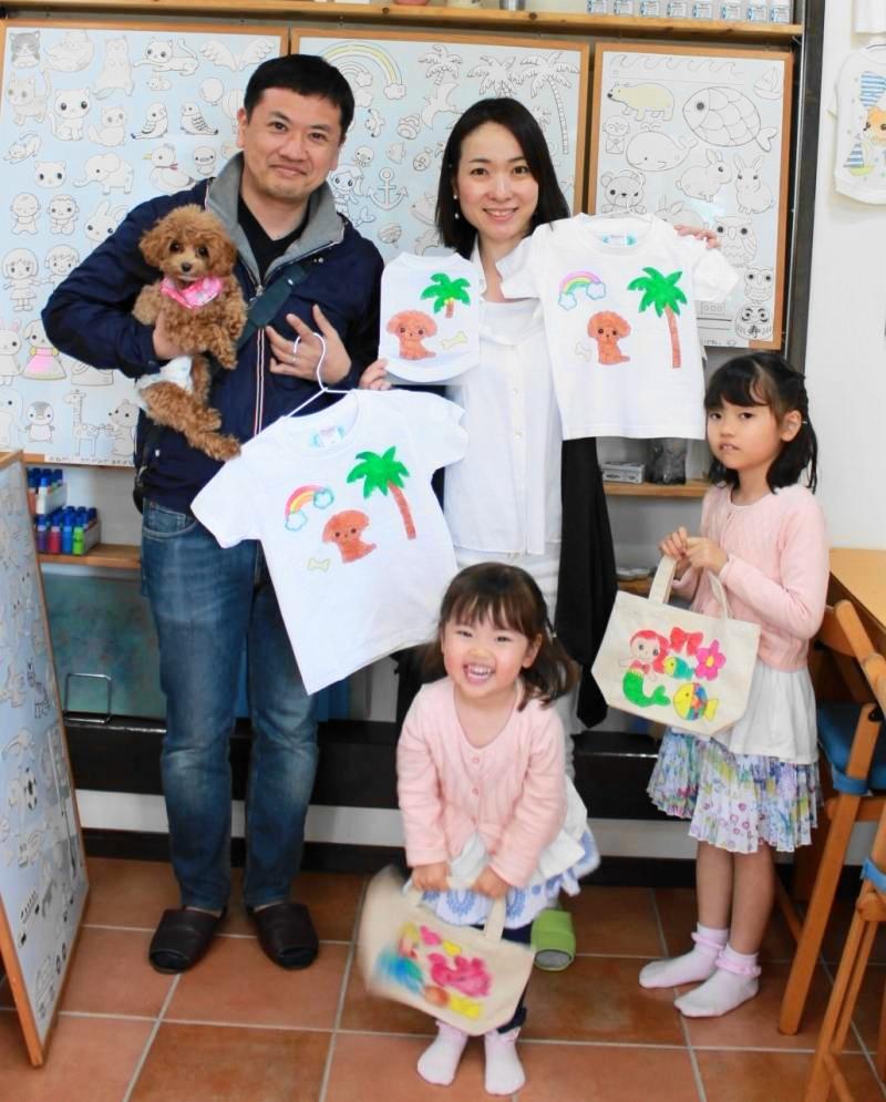 家族で仲良く作った手描きTシャツと手描きトートバッグ