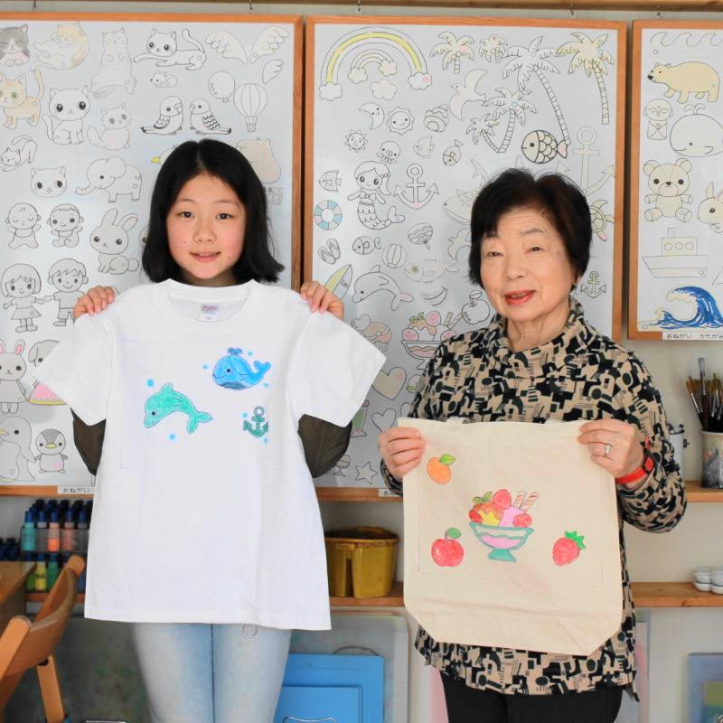 お孫さんと二人で作った手描きTシャツと手描きトートバッグ