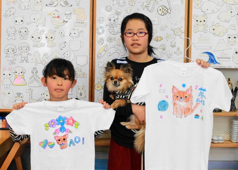 姉妹で作った、チワワ・AOIくんがモデルの手描きTシャツ