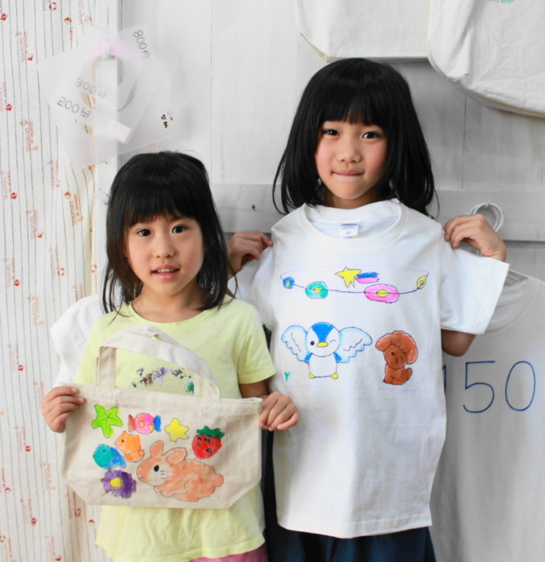 姉妹で作った手描きTシャツと手描きトートバッグ