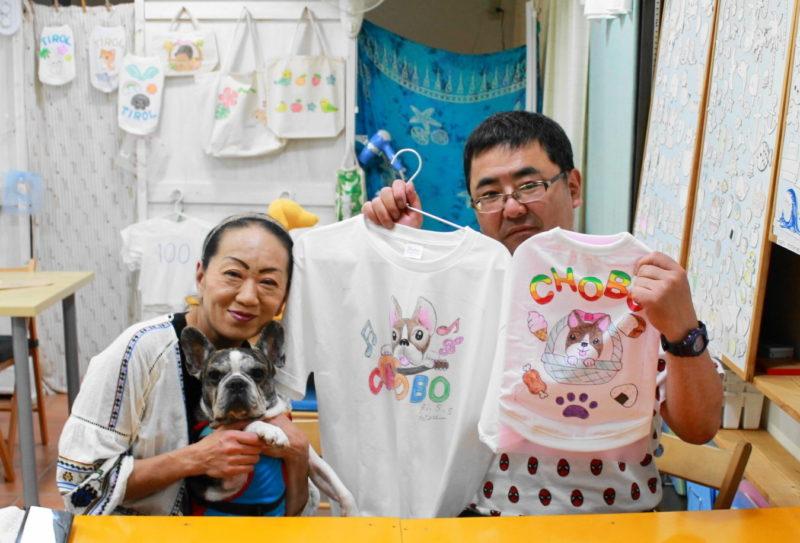 夫婦で作られたフレンチブルドッグの手描きTシャツと手描きワンコTシャツ