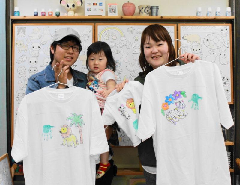 親子三人で作ったトラ・ライオン・手形の手描きTシャツたち