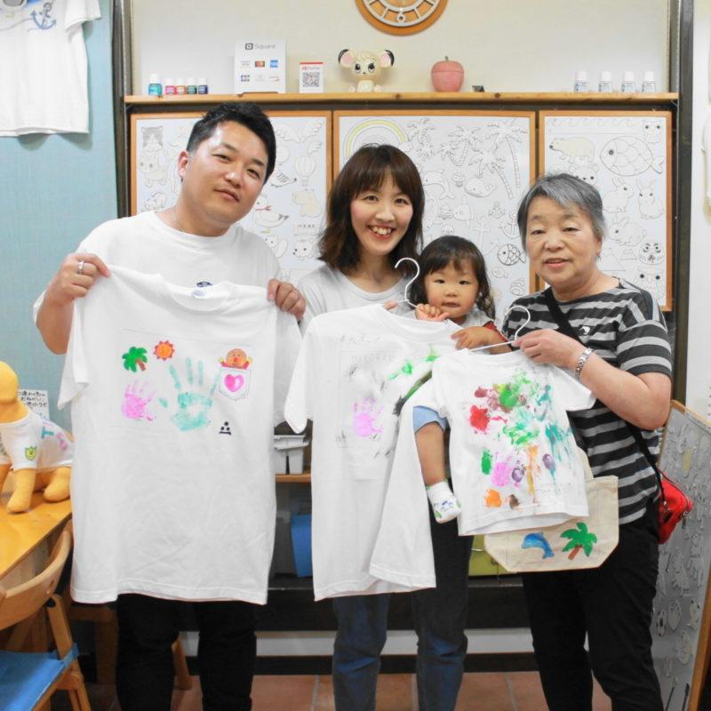 家族で作った手形Tシャツと手描きトートバッグ