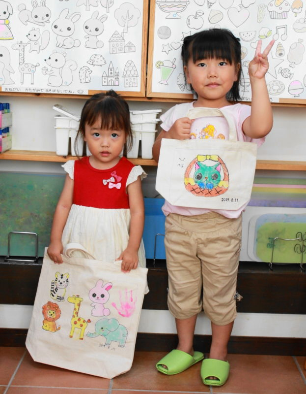 姉妹で作った手描きトートバッグたち