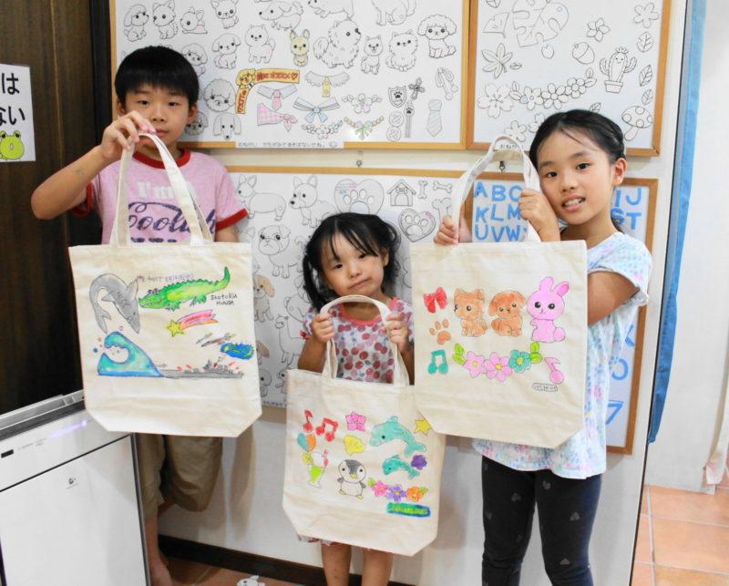 子供たちが作った可愛い手描きトートバッグたち