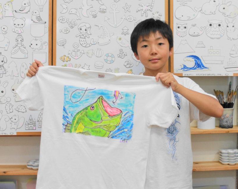 キレイな魚の手描きTシャツ