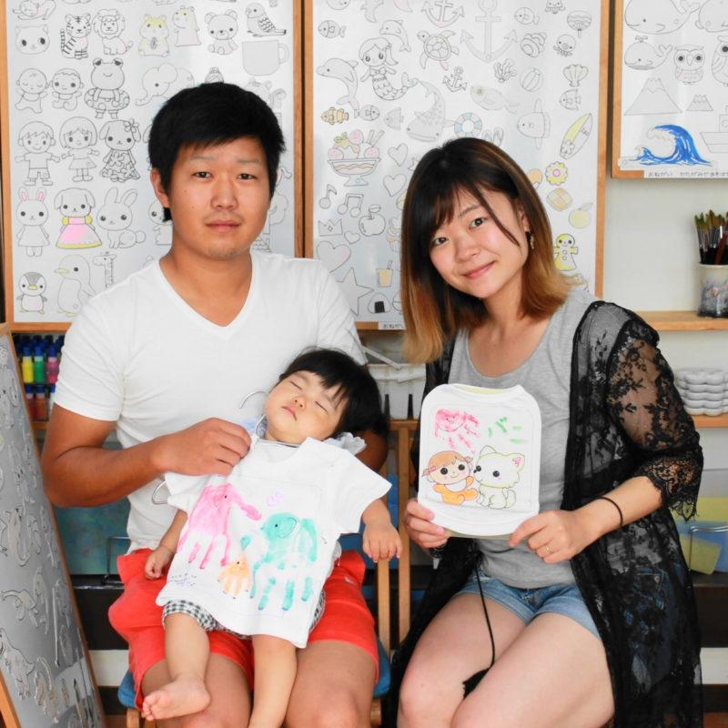 親子の手形で作った手描きTシャツと手描きワンコTシャツ