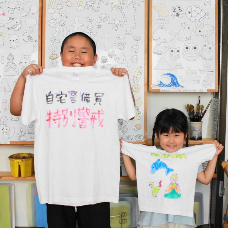 子供たちが作った楽しい手描きTシャツ