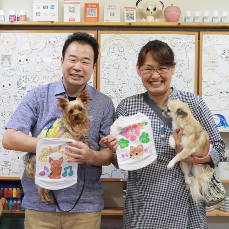 夫婦で作った愛犬たちの手描きワンコTシャツ
