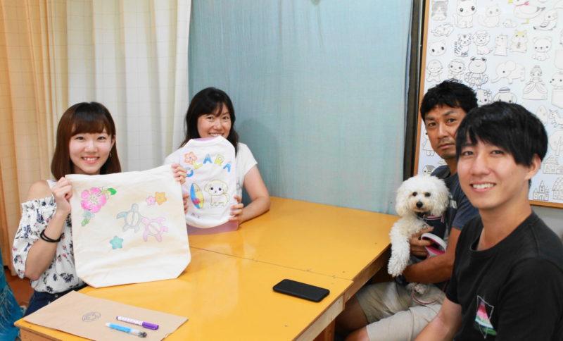 家族で作った手描きワンコTシャツと手描きトートバッグ