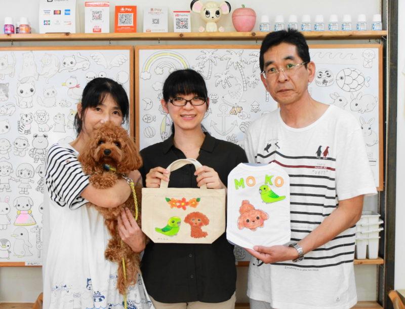 トイプードルMOKOちゃんが主役の手描きワンコTシャツと手描きトートバッグ
