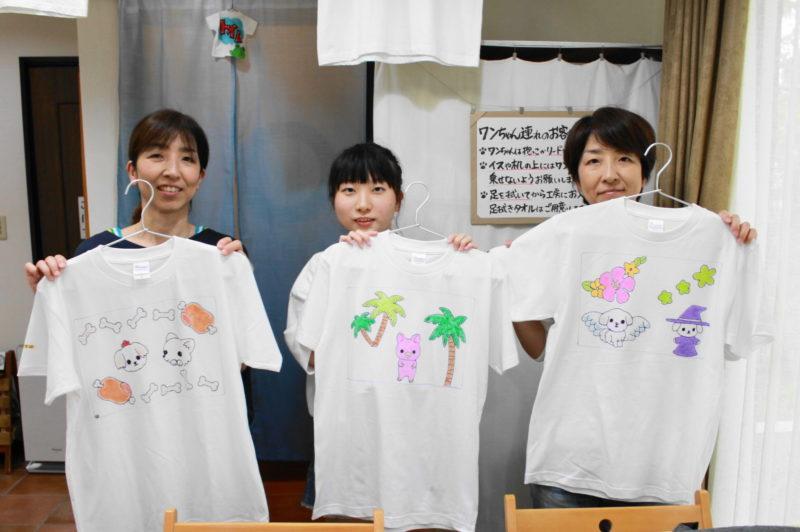 女子三人組の手描きTシャツたち