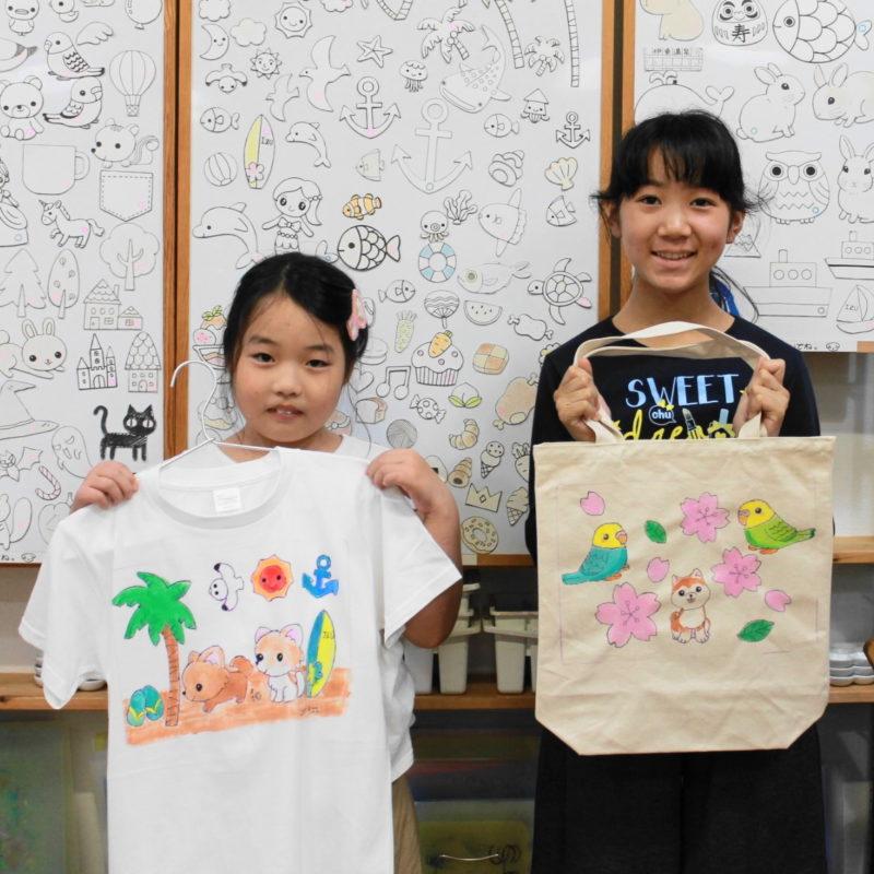 女の子たちが作った手描きTシャツと手描きトートバッグ