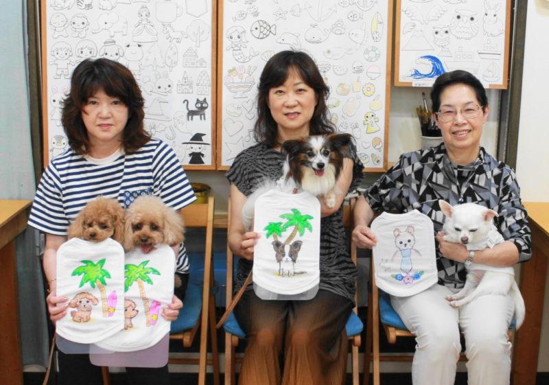 女性三人組で作ったトイプードル、パピヨン、チワワの手描きワンコTシャツ