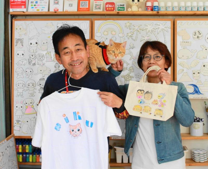 愛猫NIKUちゃんと家族を描いた手描きTシャツと手描きトートバッグ