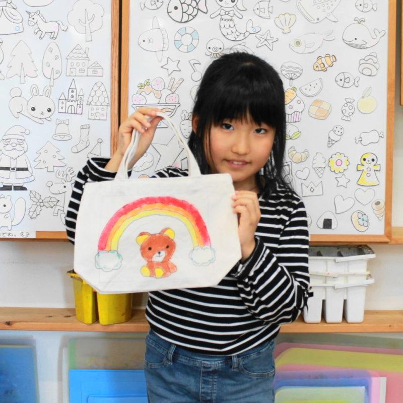 女の子が作ったテディベアの手描きトートバッグ
