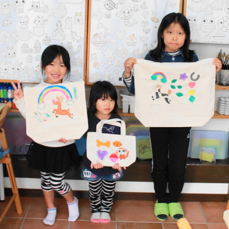 三姉妹で仲良く作った手描きトートバッグ
