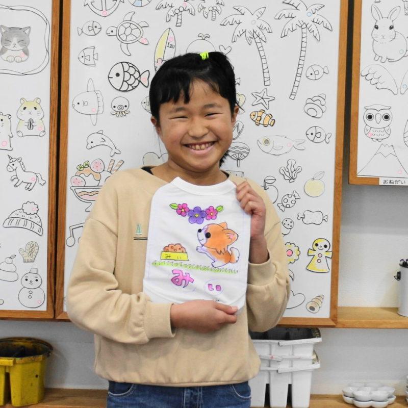 女の子が作ったチワワの手描きワンコTシャツ
