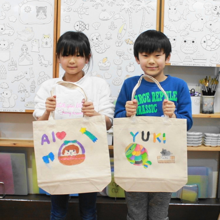 子どもたち二人で作った手描きトートバッグ