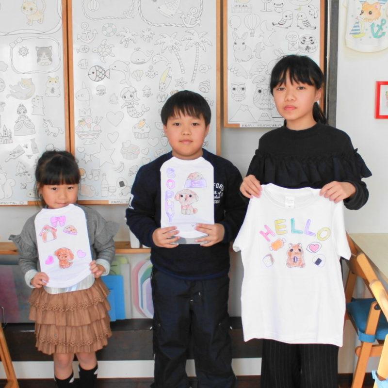 子どもたちが作った手描きTシャツと手描きワンコTシャツ