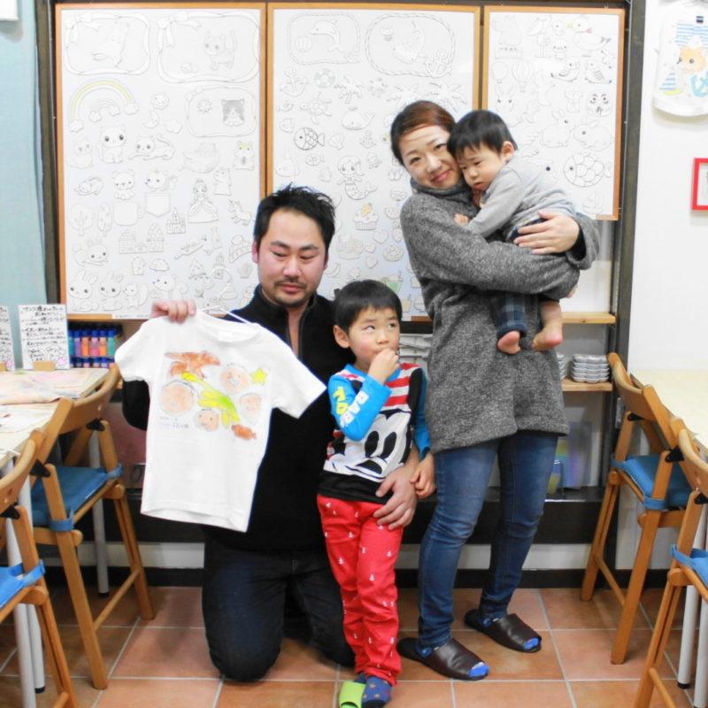 お父さんと息子が作った手描きTシャツ