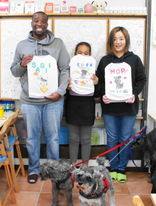 家族で仲良く作った愛犬シュナウザーたちの手描きワンコTシャツ