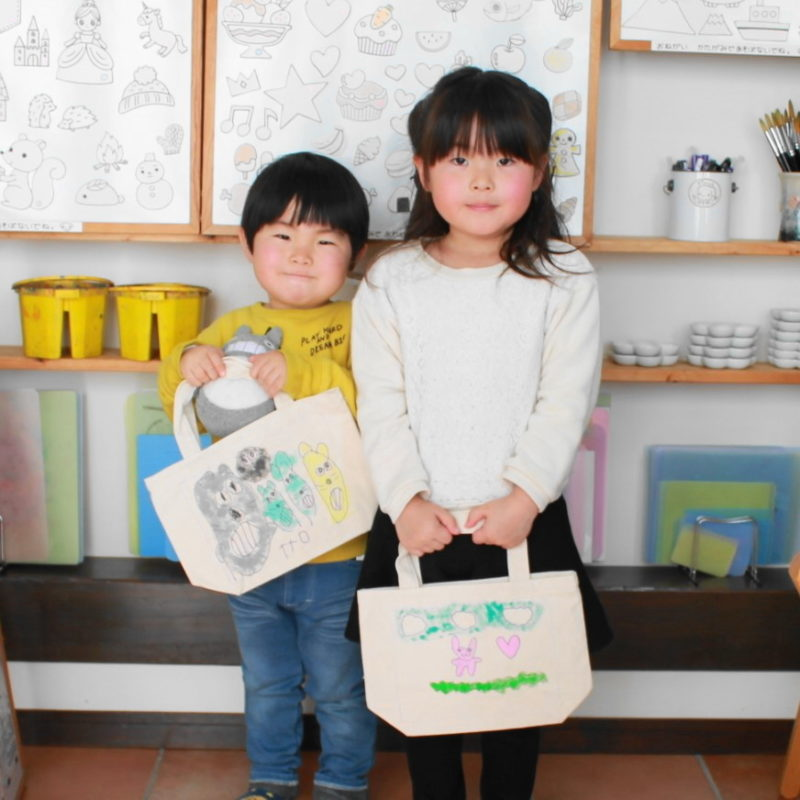 姉妹で仲良く作った手描きトートバッグ
