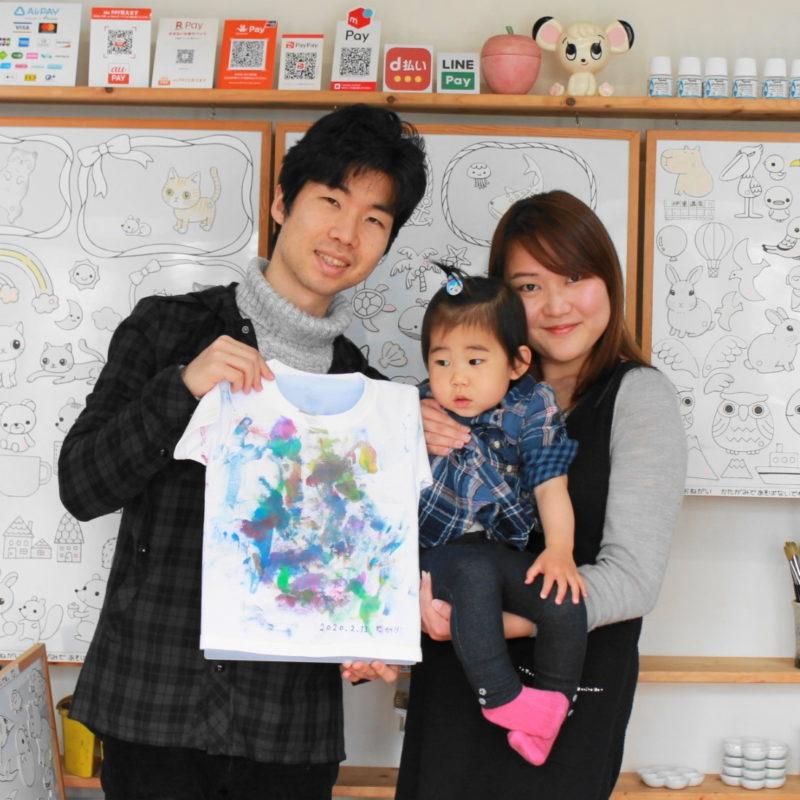 女の子が初めての絵の具で作った手描きTシャツ