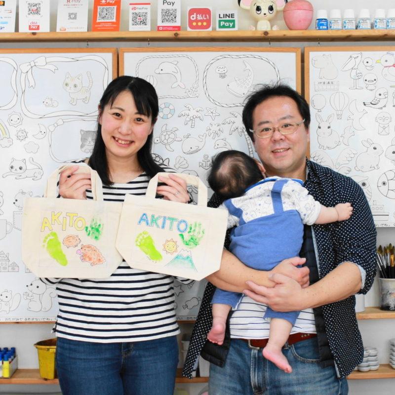 赤ちゃんの手形と足形を入れた手描きトートバッグ