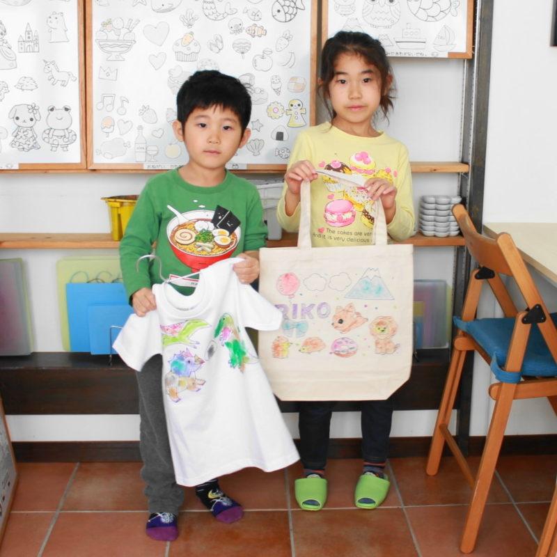 姉弟で仲良く作った手描きTシャツと手描きトートバッグ