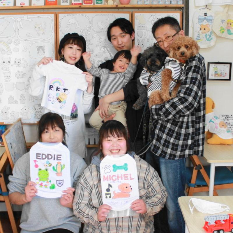 家族で仲良く作った手描きTシャツと手描きワンコTシャツ