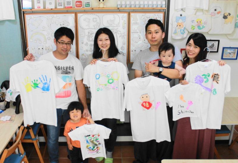 仲良し家族たちの手描きTシャツ