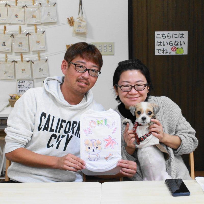 マルチーズとシーズーのミックス犬MOMIJIちゃんの手描きワンコTシャツ
