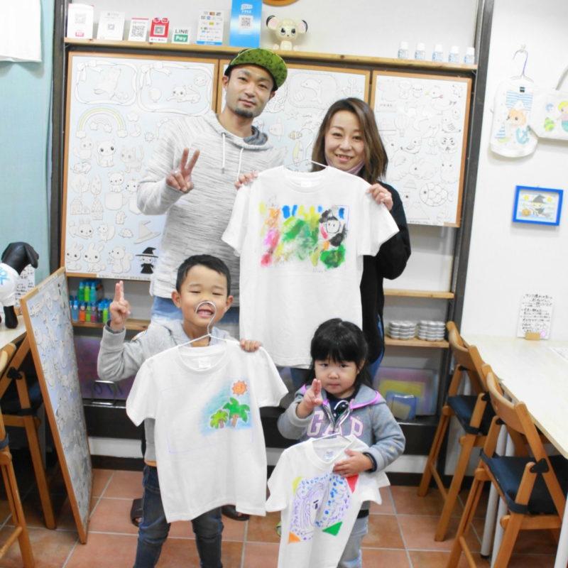 家族で力を合わせて作った手描きTシャツたち