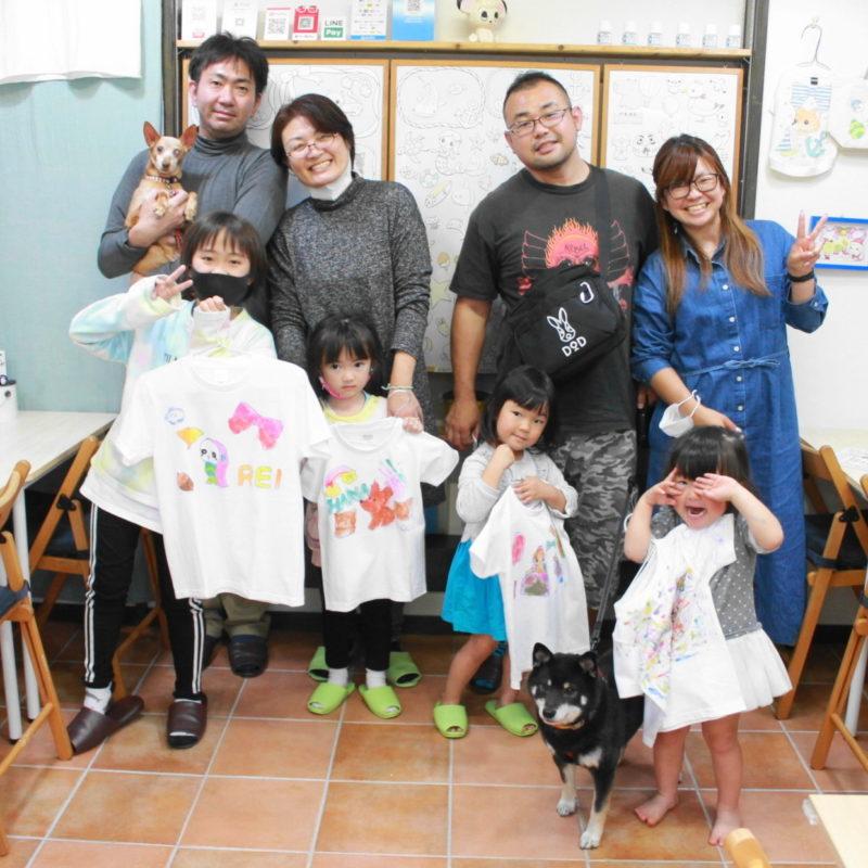 二家族でつくった子供たちの手描きTシャツ
